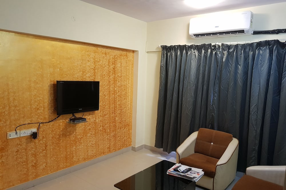 Two Bedroom Apartment with Airport Transfers - Living Area
