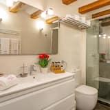 מקלחת בחדר הרחצה