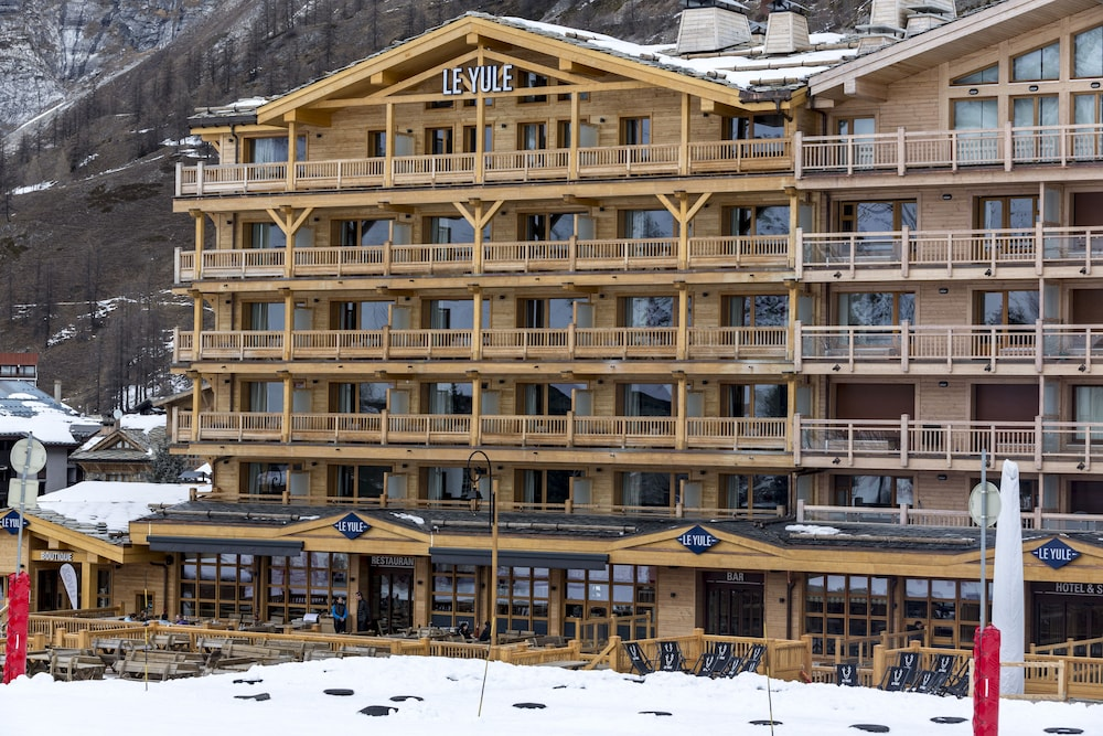 Le yule hotel spa in val d 39 isere book on for Hotels val d isere