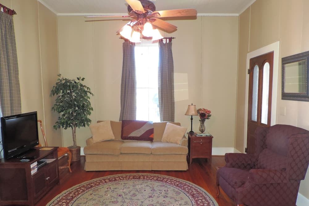 House, Multiple Beds, Kitchen (High Street Guesthouse) - Living Area