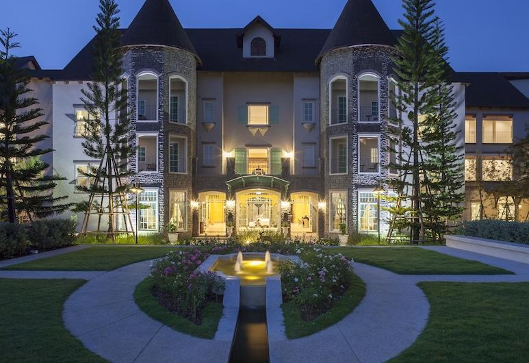 U Khao Yai, Pak Chong, Hotel Front – Evening/Night