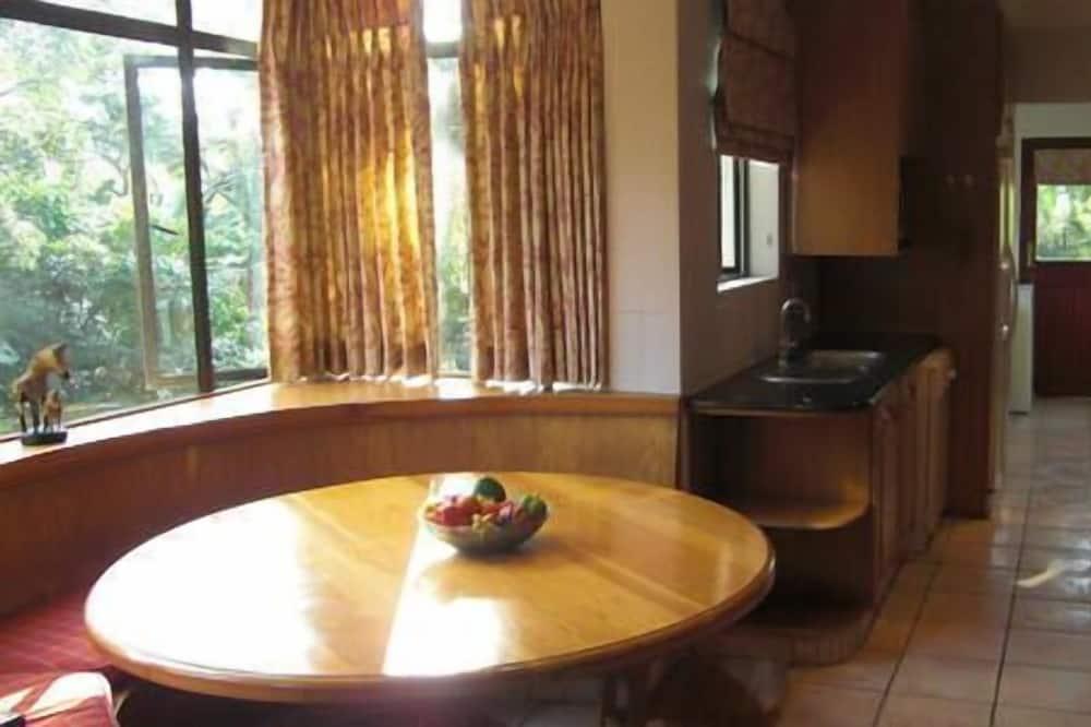Luxury Villa, 1 Bedroom - In-Room Dining