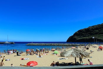 Enter your travel dates, check our Machico last minute prices