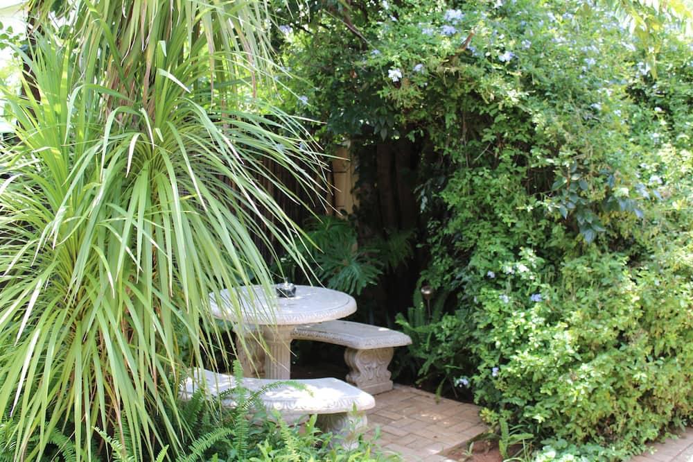 Peridot Room  - Garden View