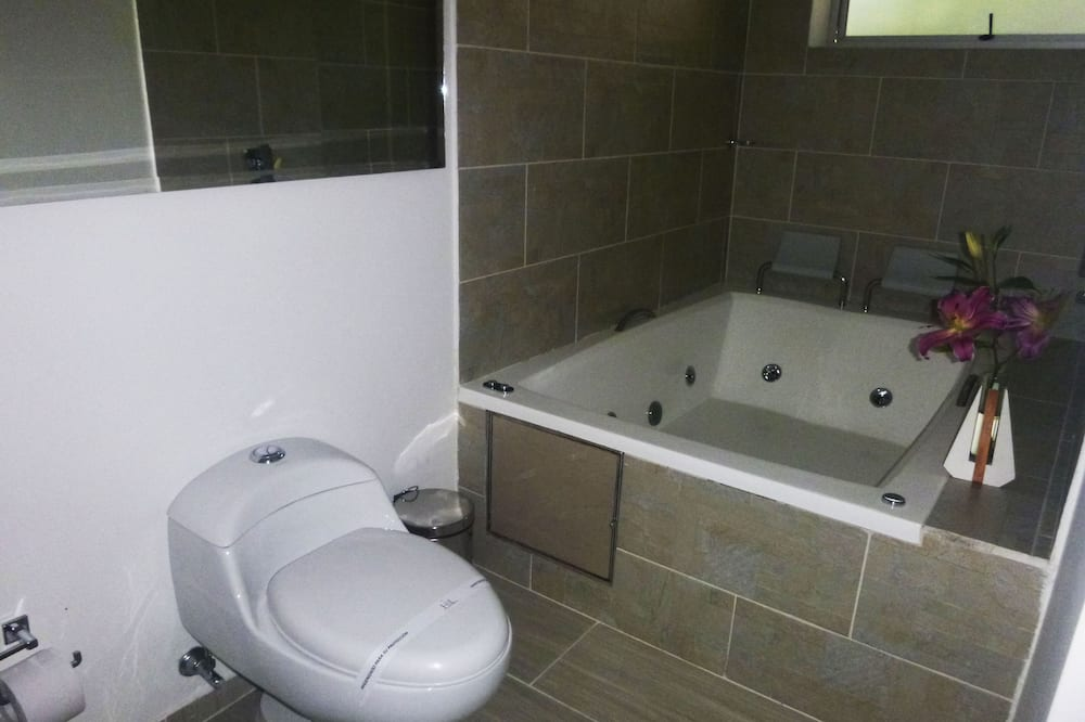 Deluxe Room, Jetted Tub - Bathroom