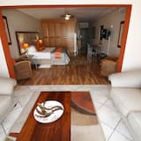 Luxury Double Room, 1 King Bed, Non Smoking, Mountain View - Living Room