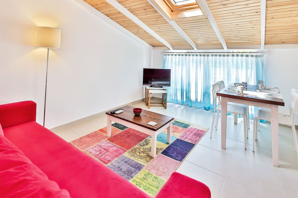 Standard Penthouse, 1 Double Bed with Sofa bed - In-Room Dining