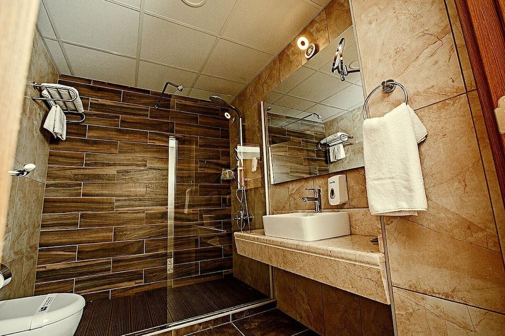 Suite, Corner - Bathroom