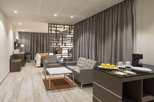 瑟拉雅皇家酒店/