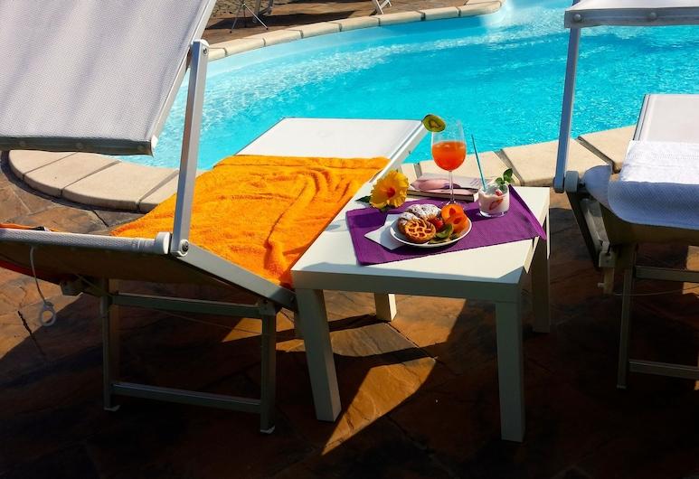 La Casa Celeste, Asti, Bar en bord de piscine