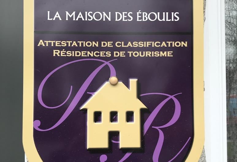 La Maison des Éboulis, Viktoriavilis, Išorė