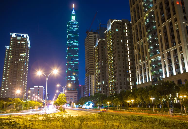 CH PLACE X HOTEL, Taipei, Voorkant hotel - avond/nacht