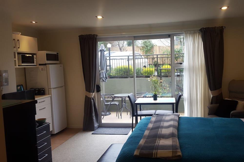 Comfort Studio, Kitchenette, Courtyard View - Room