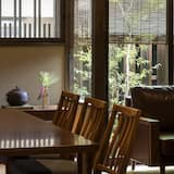 Private Machiya Townhouse (2 Single Beds and 4 Japanse Futon) - In-Room Dining