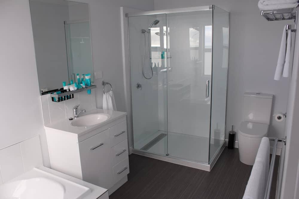 Deluxe-suite - 1 queensize-seng - badekar - ved havet - Badeværelse