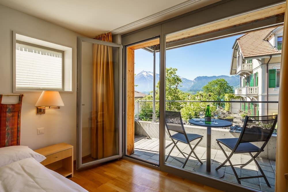 Tek Büyük Yataklı Oda, Ek Bina - Balkon