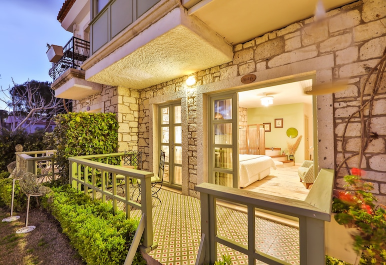 Palas Alacati - Adults Only, Çeşme, Deluxe Room with Terrace, Fireplace and Jetted Tub, Oda