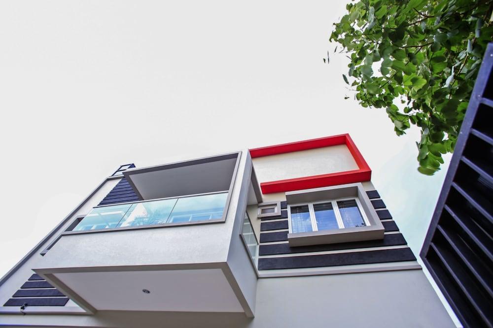 RedDoorz Taman Lebak Bulus Jakarta Exterior Detail