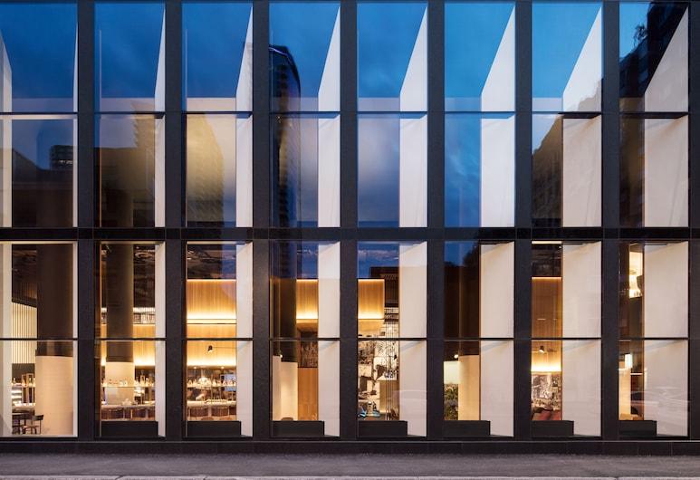 Hotel Monville, Montréal, Façade de l'hôtel - Soir/Nuit