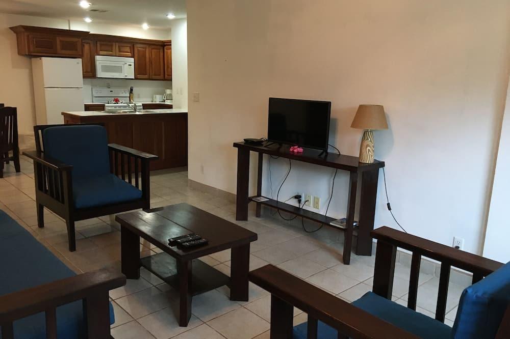 Deluxe Suite, 2 Bedrooms, Pool View - Living Room
