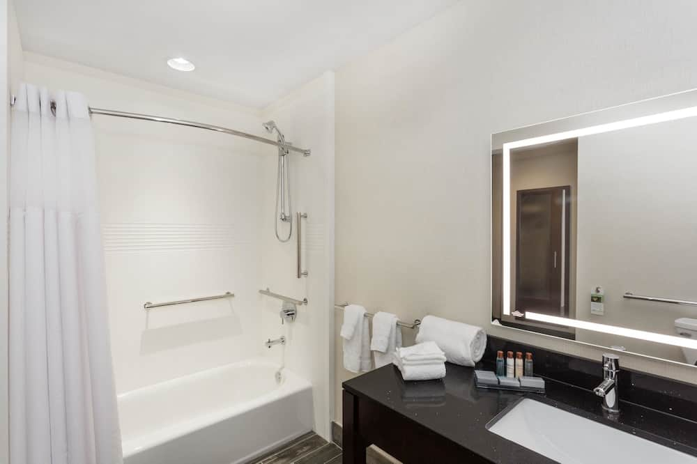 Room, 1 King Bed, Accessible, Non Smoking (Mobility Accessible) - Bathroom