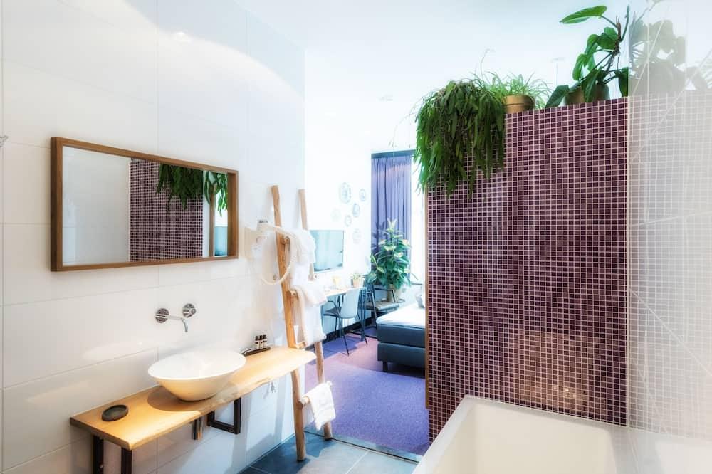 Suite, Bathtub - Bathroom