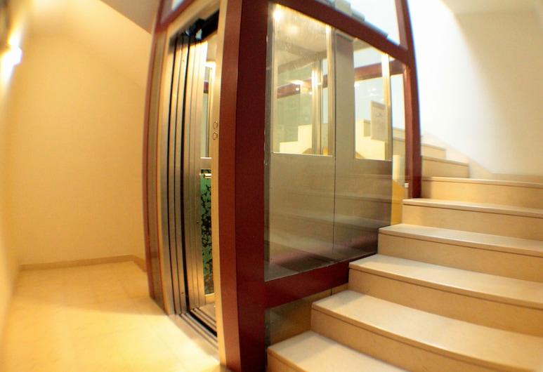 Nema, Bari, Interior Entrance