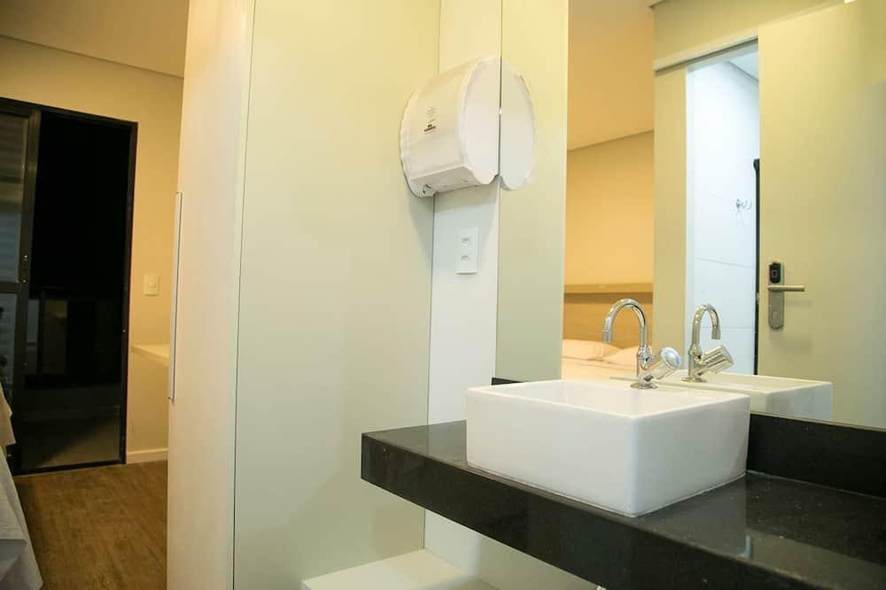 Perus kahden hengen huone yhdelle, 1 parisänky - Kylpyhuone