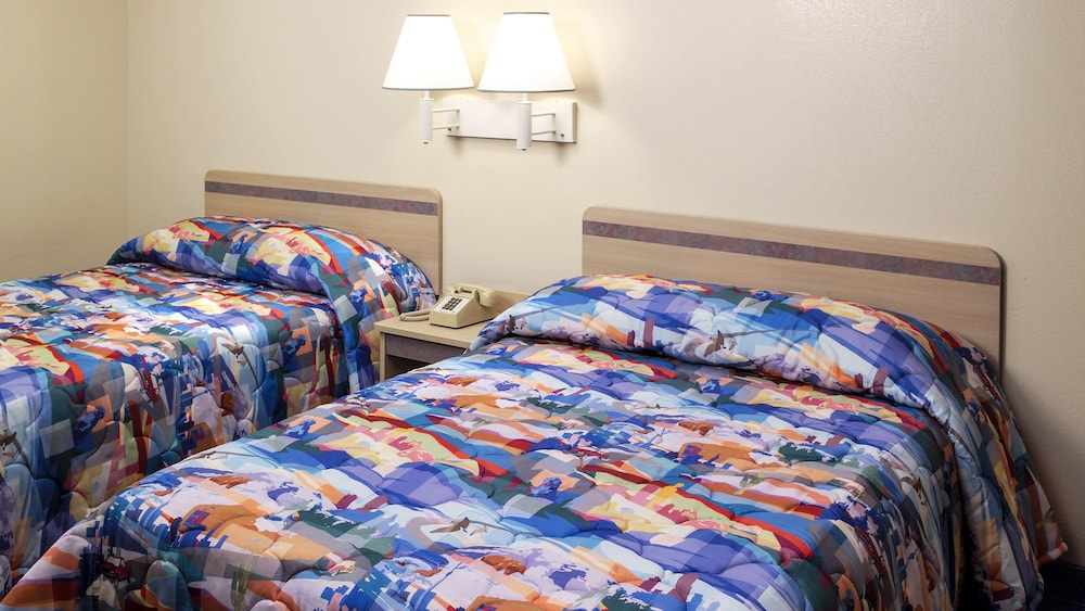 Motel 6 Rolla, MO, Rolla, Deluxe Room, 2 Queen Beds, Smoking