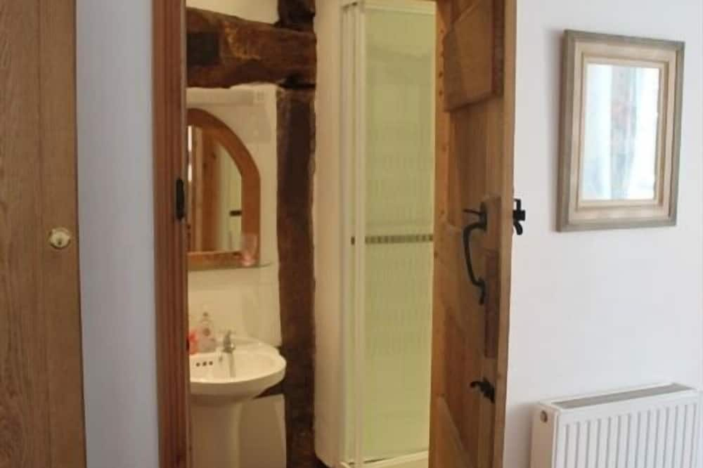 Standard Double Room, Ensuite - Bilik mandi