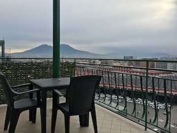 那不勒斯頂樓酒店的圖片