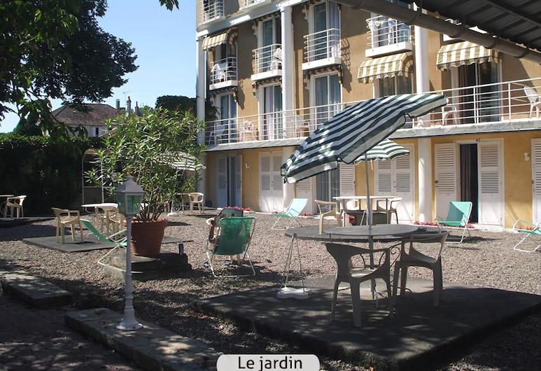 Hotel des Lauriers Roses, Bourbonne-les-Bains, Záhrada