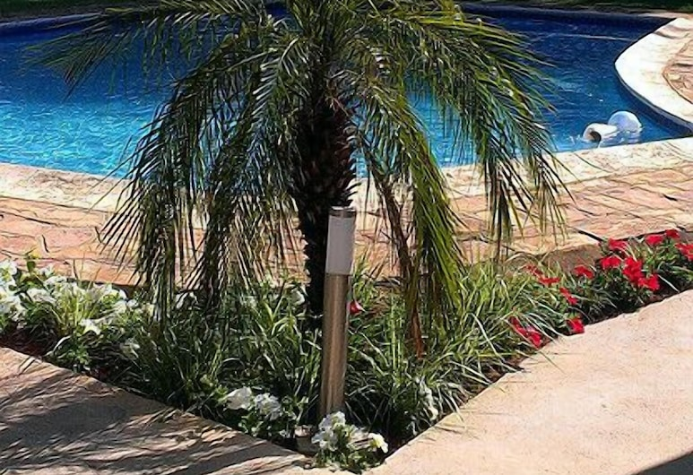 普雷斯旅館, 墨巴本, 室外游泳池