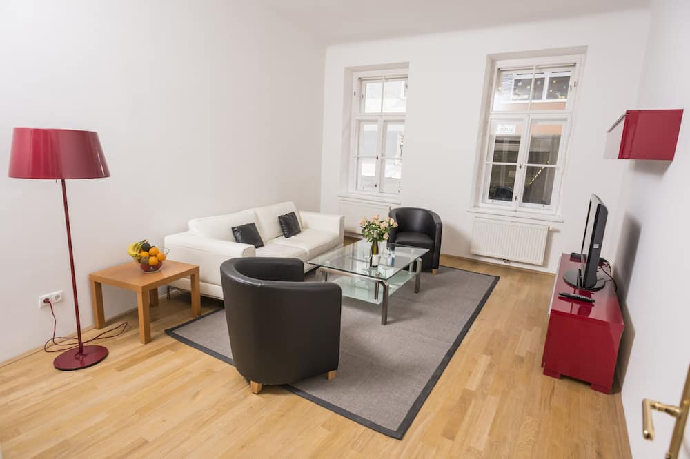 Apartment, 3 Bedrooms (A/C, Cleaning Fee Included) - Living Area
