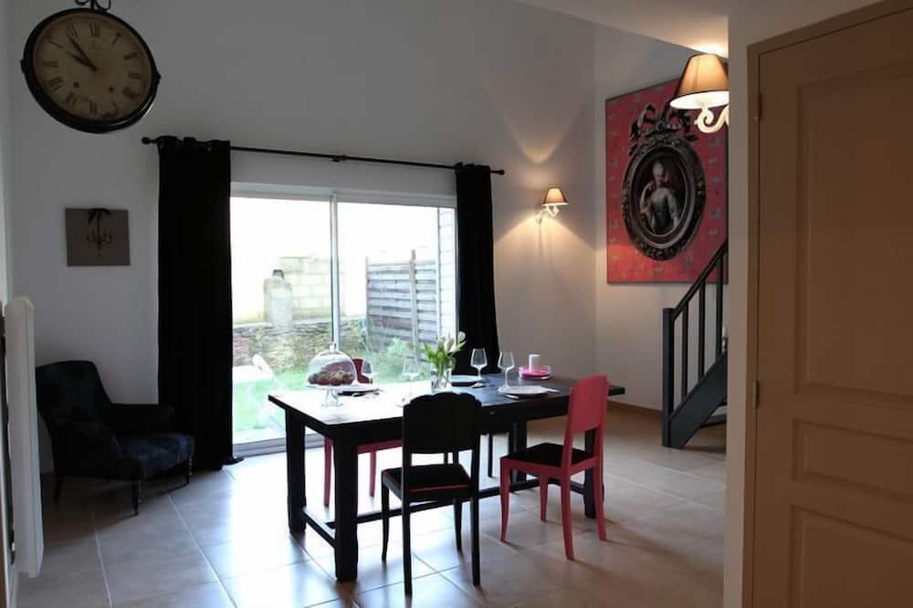 Apartemen, 1 kamar tidur, teras - Tempat Makan Di Kamar