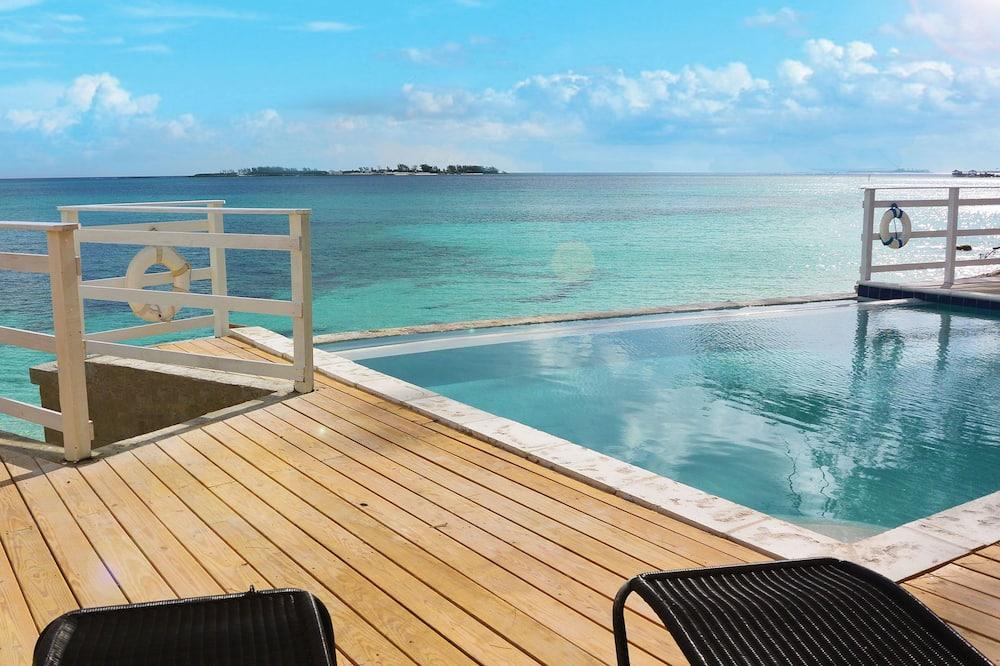«Бескрайний» бассейн