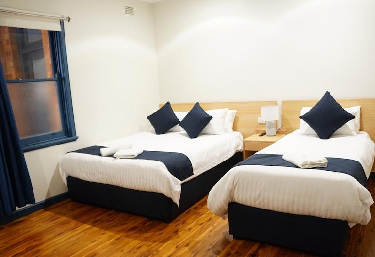 Gunnedah Hotel, Gunnedah, Trojlôžková izba typu Deluxe, vlastná kúpeľňa, Hosťovská izba