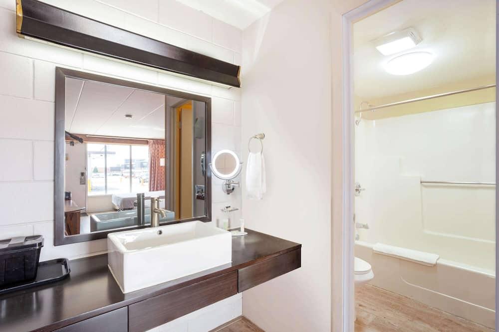 Pokoj, dvojlůžko (200 cm), kuřácký - Koupelna