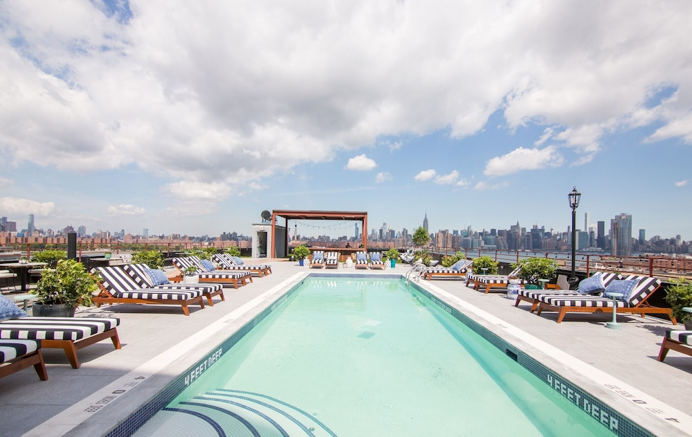 Book the williamsburg hotel in brooklyn hotels the williamsburg hotel brooklyn rooftop pool reheart Images