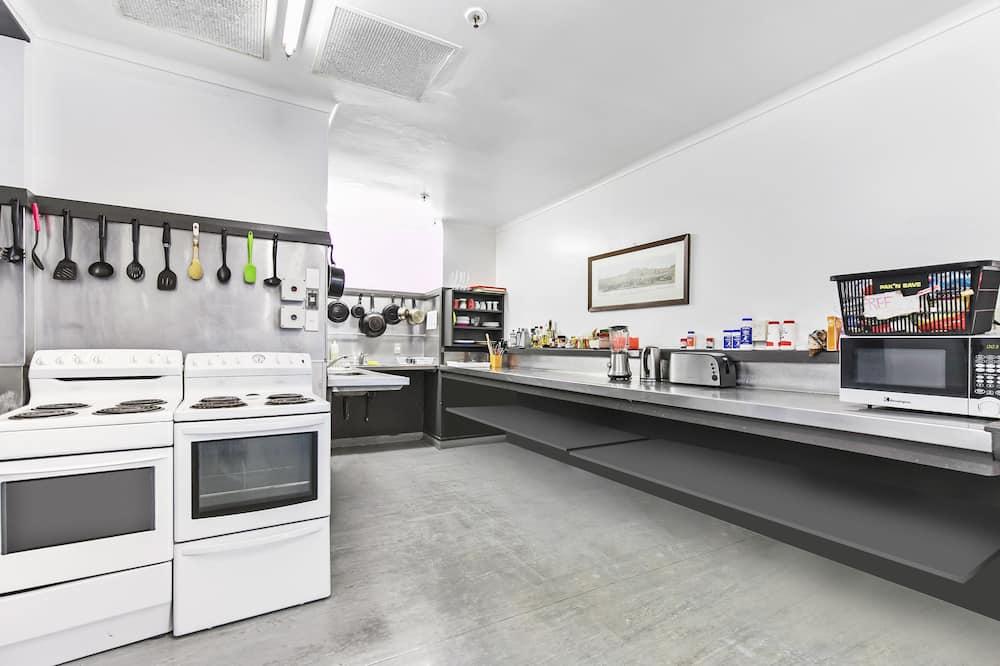 Chambre Simple, salle de bains commune - Cuisine partagée