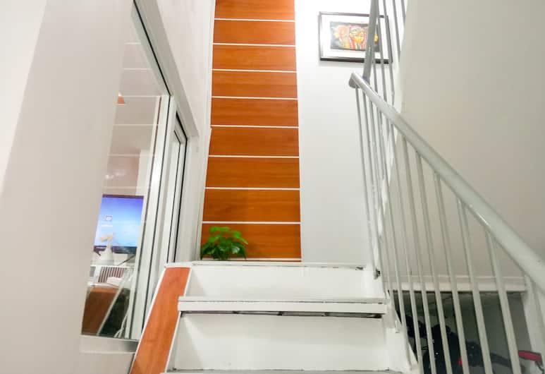 8 호스텔, 마닐라, 계단