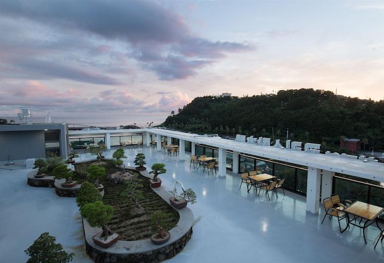 Cheonjiyeon Crystal Hotel, Seogwipo, Terrace/Patio