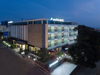 Picture of Cheonjiyeon Crystal Hotel in Seogwipo