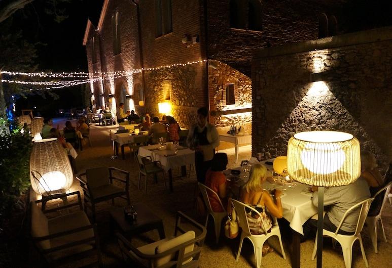 Can Ribalta Hotel Gastronòmic, Sant Antoni de Vilamajor, Stravovanie vonku