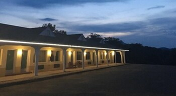 15 Closest Hotels To Virginia Safari Park In Natural Bridge