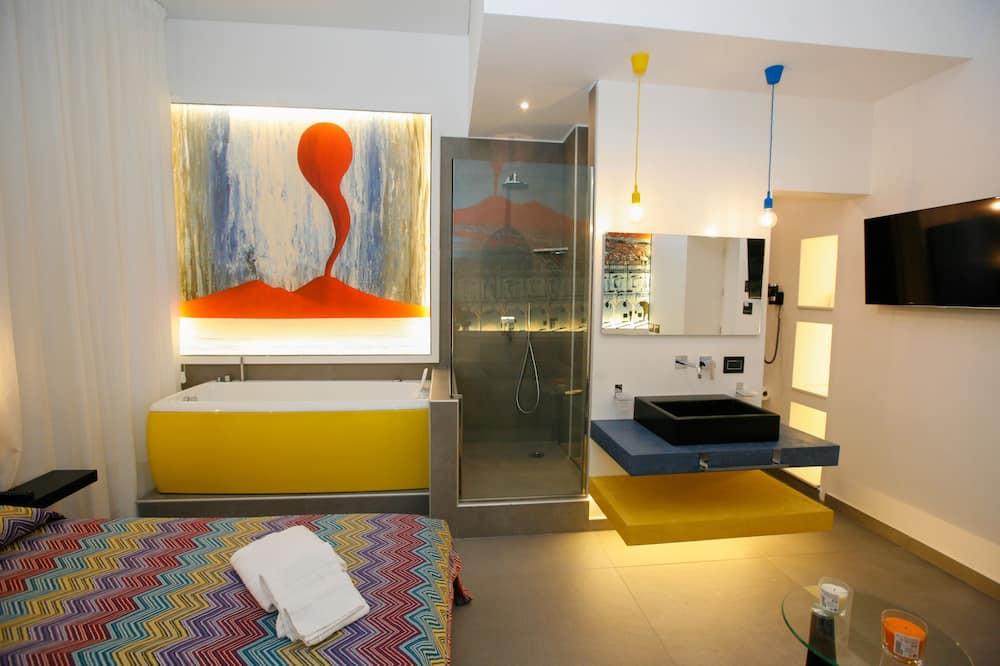 Deluxe tuba, 1 magamistoaga, mullivanniga, vaade siseõuele - Massaaživann siseruumides
