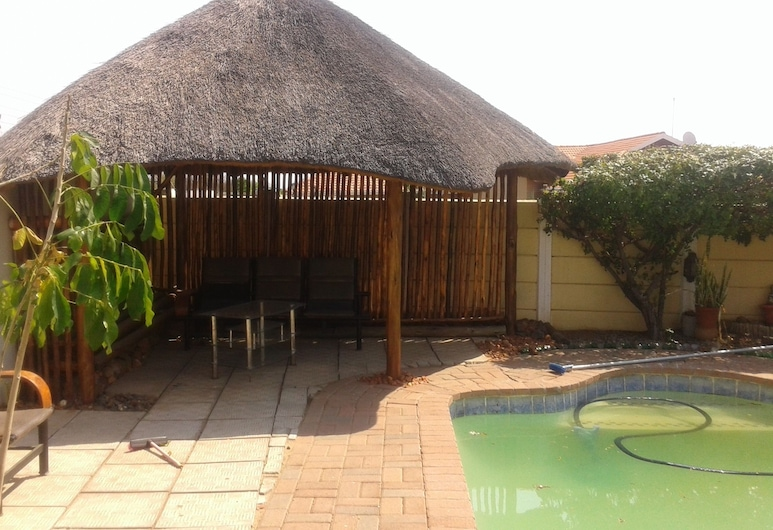 Comfort Palace Guest House Francistown, Francistown, Alberca al aire libre