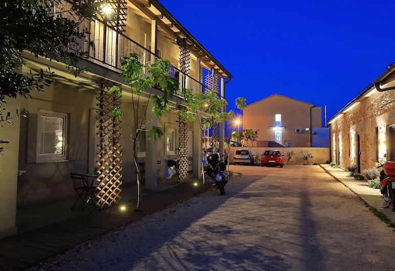 Guverna New City Accommodation, Zadar, Dvor