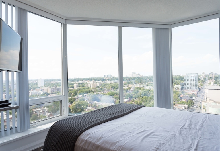 Altitude Suites Bellamond Yorkville, Toronto, Superior Suite, 1 Bedroom, Kitchen, City View, View from room