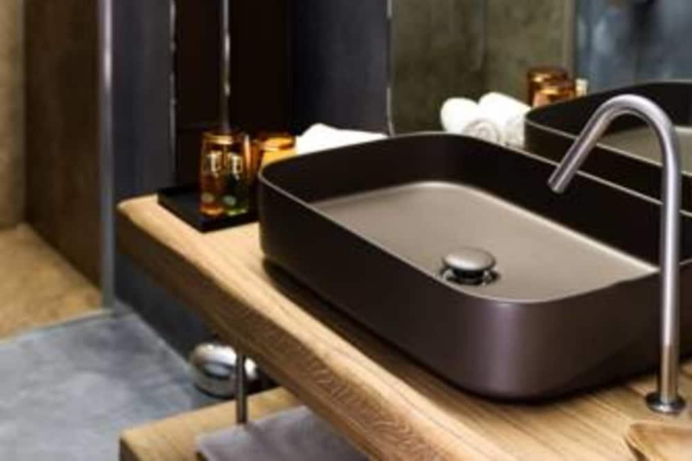 Numurs ar papildu ērtībām, 1 divguļamā karaļa gulta (Cipresso) - Vannasistaba